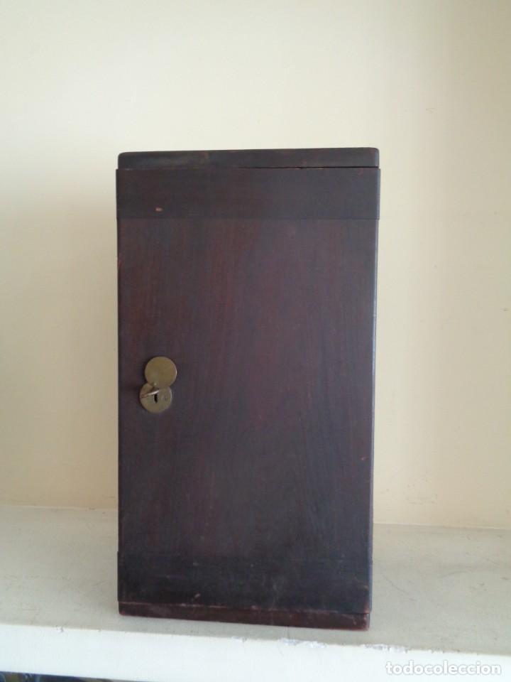 Antigüedades: CAJA PARA MICROSCOPIO CON LLAVE - Foto 3 - 224503802