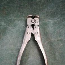 Antiquités: ANTIGUA TENAZA CORTA ALAMBRES. Lote 224505935