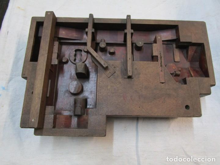 REFREY VIGO MAQUINAS DE COSER - ANTIGUO VACIADO EN MADERA PARA FUNDIR CARCASAS, POR EBANISTAS + INFO (Antigüedades - Técnicas - Máquinas de Coser Antiguas - Refrey)