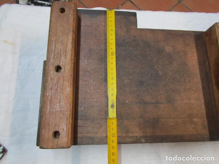 Antigüedades: REFREY VIGO MAQUINAS DE COSER - ANTIGUO VACIADO EN MADERA PARA FUNDIR CARCASAS, POR EBANISTAS + INFO - Foto 4 - 224516805