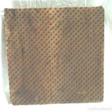 Antigüedades: MATRIZ ESTAMPADOR TEXTIL S XIX, TALLADO A MANO EN MADERA, VINTAGE INDUSTRIAL. MED. 29 X 29 X 5 CM. Lote 224565070