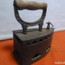 Antigüedades: ANTIGUA PLANCHA DE CARBON. Lote 224635158