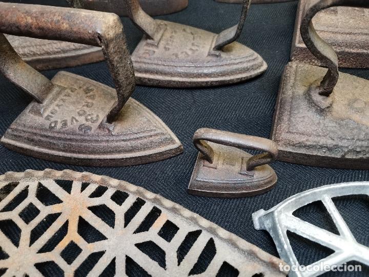 Antigüedades: LOTE DE ANTIGUAS PLANCHAS DE HIERRO - Foto 2 - 224646515