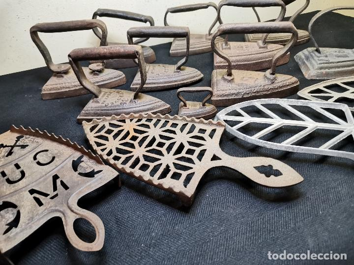 Antigüedades: LOTE DE ANTIGUAS PLANCHAS DE HIERRO - Foto 9 - 224646515