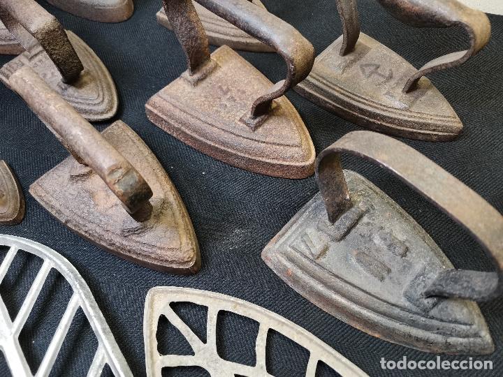 Antigüedades: LOTE DE ANTIGUAS PLANCHAS DE HIERRO - Foto 10 - 224646515