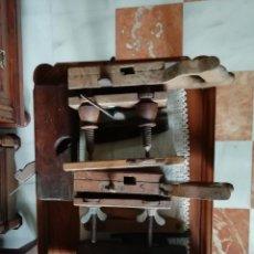 Antigüedades: CONJUNTO DE ANTIGUAS HERRAMIENTAS DE CARPINTERO. Lote 224672206