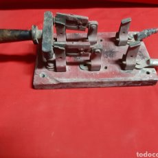 Antigüedades: ANTIGUO FUSIBLE MONOFÁSICO DE PALANCA. Lote 224901725