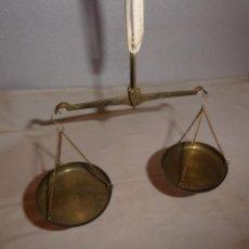 Antigüedades: ANTIGUA Y PEQUEÑA BALANZA DE PLATOS. Lote 224906860