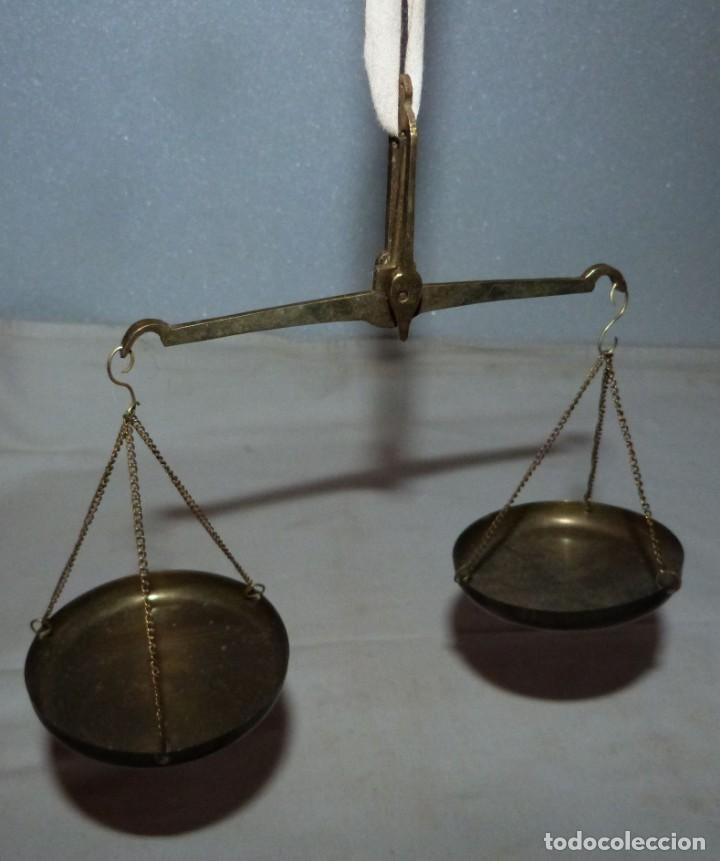 Antigüedades: ANTIGUA Y PEQUEÑA BALANZA DE PLATOS - Foto 3 - 224906860
