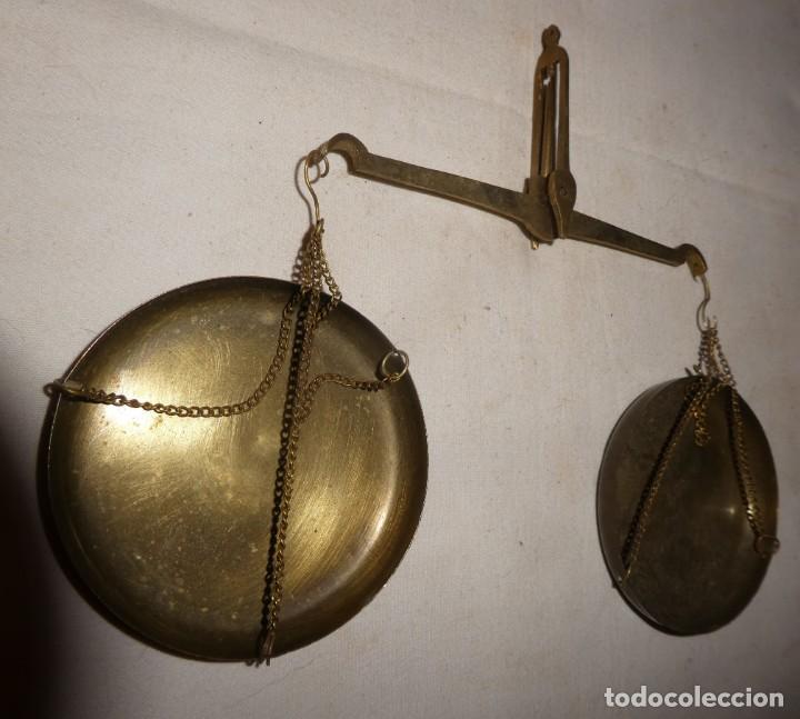 Antigüedades: ANTIGUA Y PEQUEÑA BALANZA DE PLATOS - Foto 4 - 224906860