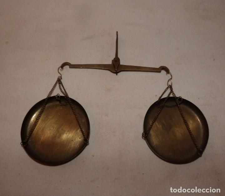 Antigüedades: ANTIGUA Y PEQUEÑA BALANZA DE PLATOS - Foto 7 - 224906860