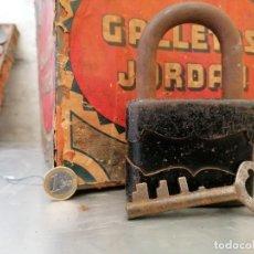 Antigüedades: CANDADO ANTIGUO GRANDE CON SU LLAVE. Lote 224953635
