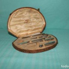 Antigüedades: ELEGANTE SET DE COSTURA CON SU ESTUCHE ORIGINAL. POSH SEWING SET IN ORIGINAL CASE.. Lote 225056070