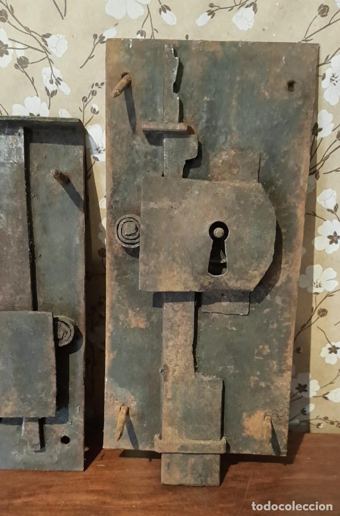 Antigüedades: LOTE DE 3 ANTIGUAS CERRADURAS DE CÓMODA FRANCESA, HIERRO FORJADO. DEL SIGLO XVIII-XIX - Foto 2 - 225155940
