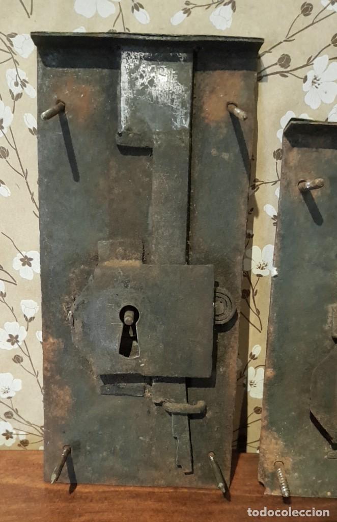 Antigüedades: LOTE DE 3 ANTIGUAS CERRADURAS DE CÓMODA FRANCESA, HIERRO FORJADO. DEL SIGLO XVIII-XIX - Foto 4 - 225155940