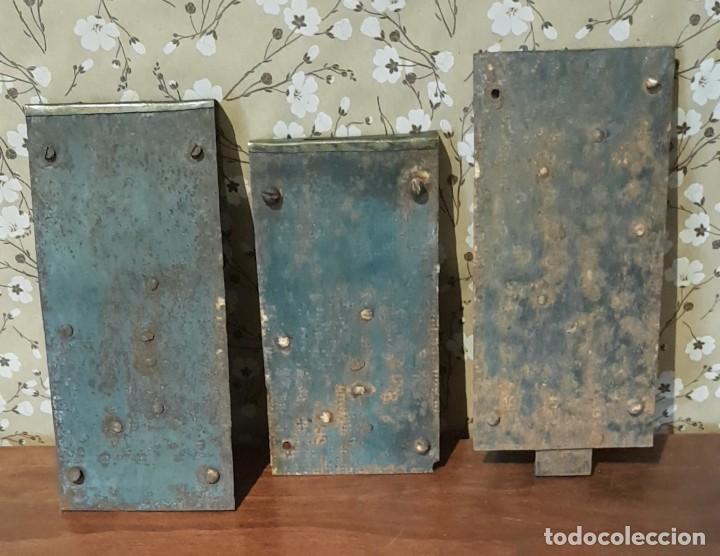 Antigüedades: LOTE DE 3 ANTIGUAS CERRADURAS DE CÓMODA FRANCESA, HIERRO FORJADO. DEL SIGLO XVIII-XIX - Foto 5 - 225155940