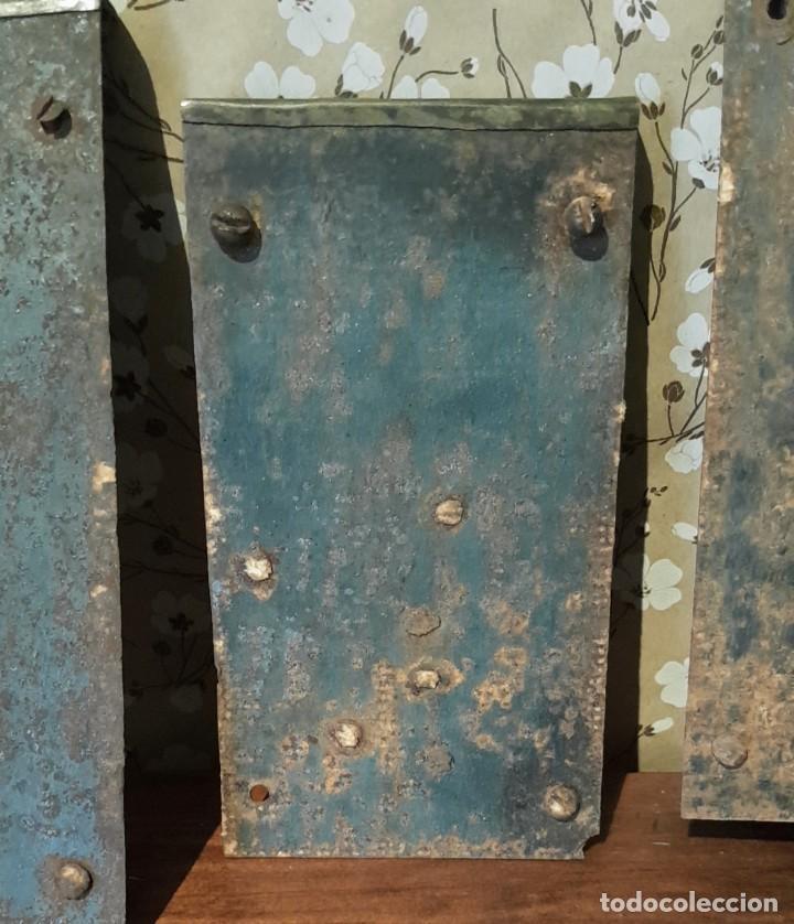 Antigüedades: LOTE DE 3 ANTIGUAS CERRADURAS DE CÓMODA FRANCESA, HIERRO FORJADO. DEL SIGLO XVIII-XIX - Foto 7 - 225155940