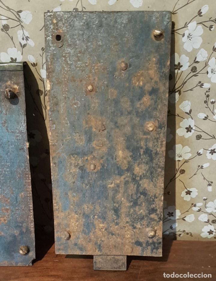 Antigüedades: LOTE DE 3 ANTIGUAS CERRADURAS DE CÓMODA FRANCESA, HIERRO FORJADO. DEL SIGLO XVIII-XIX - Foto 8 - 225155940
