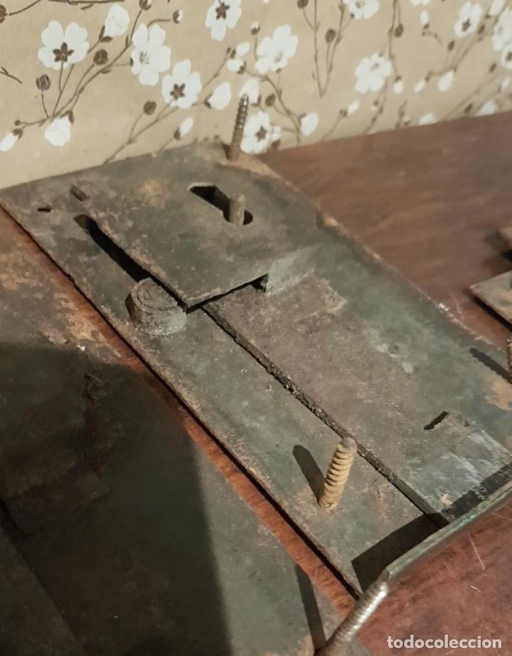 Antigüedades: LOTE DE 3 ANTIGUAS CERRADURAS DE CÓMODA FRANCESA, HIERRO FORJADO. DEL SIGLO XVIII-XIX - Foto 16 - 225155940