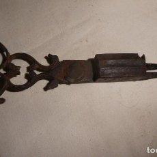 Antigüedades: TIJERA DE HIERRO APAGAVELAS O DESPABILADERAS. Lote 225211695
