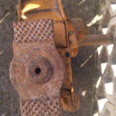 Antigüedades: ANTIGUO GATO ELEVADOR DE CREMALLERA. Lote 225294675