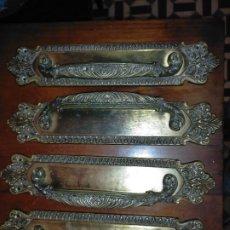 Antigüedades: 4 GIGANTES TIRADORES METAL 28,5X5,9 CM PARA CAJONES O PUERTAS CORREDERAS ARMARIOS COMODAS PORTONES. Lote 225359915