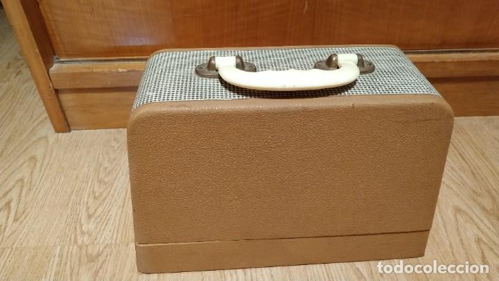 Antigüedades: MAQUINA DE COSER PORTATIL COLIBRI 1960 - Foto 3 - 225370200