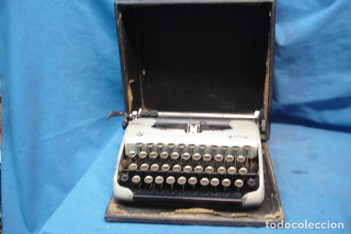 ANTIGUA MÁQUINA DE ESCRIBIR JUNIOR MDLO. 56 CON SU CAJA DE MADERA (Antigüedades - Técnicas - Máquinas de Escribir Antiguas - Otras)
