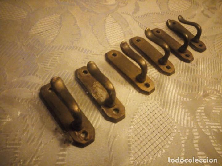 Antigüedades: Lote de 6 percheros de bronce - Foto 3 - 225707050