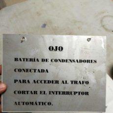 Antigüedades: ANTIGUO CARTEL ADVERTENCIA RIESGO ELÉCTRICO SUBESTACIÓN ELÉCTRICA - BARTERÍA DE CONDENSADORES.. Lote 225768980