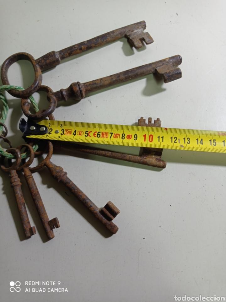 Antigüedades: Lote de nueve antiguas llaves de hierro forjado diferentes tamaños. - Foto 3 - 226125360