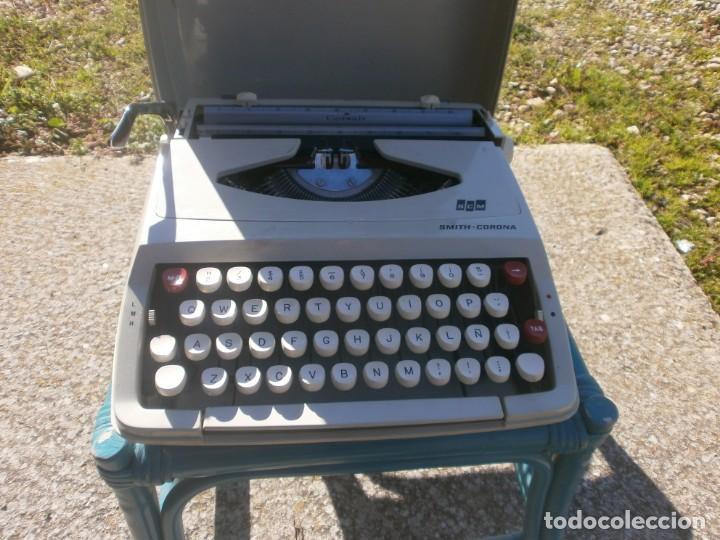 MAQUINA DE ESCRIBIR PORTÁTIL SMITH CORONA ENGLAND CORSAIR CON FUNDA ORIGINAL FUNCIONANDO (Antigüedades - Técnicas - Máquinas de Escribir Antiguas - Otras)