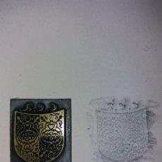 Antigüedades: PLACA DE METAL PARA GRABADO DE TARJETAS O SOBRES. 2 X 2,5 CM.. Lote 226355440