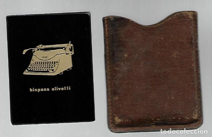 ANTIGUO ESPEJITO DE BOLSO CON SU FUNDA DE PIEL, PUBLICIDAD HISPANO OLIVETTI. (Antigüedades - Técnicas - Máquinas de Escribir Antiguas - Olivetti)