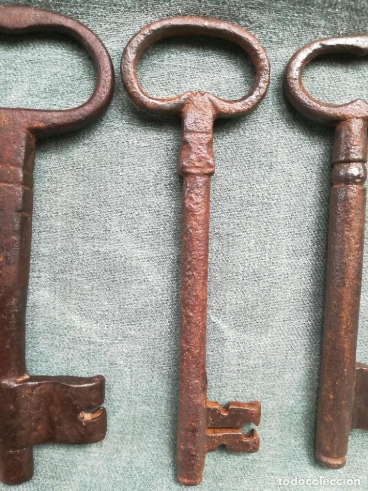 Antigüedades: LOTE DE 7 LLAVES ANTIGUAS DE FORJA - Foto 4 - 226379475