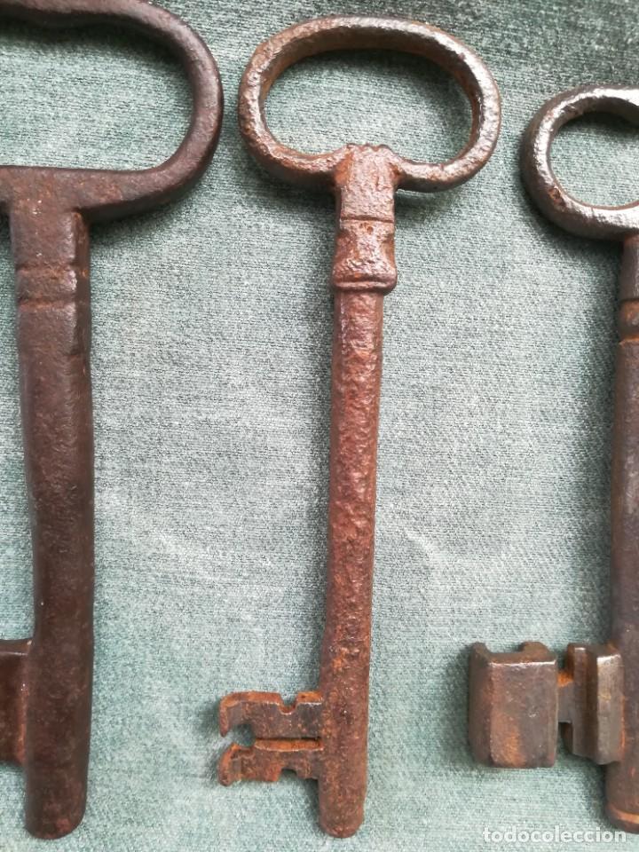 Antigüedades: LOTE DE 7 LLAVES ANTIGUAS DE FORJA - Foto 13 - 226379475