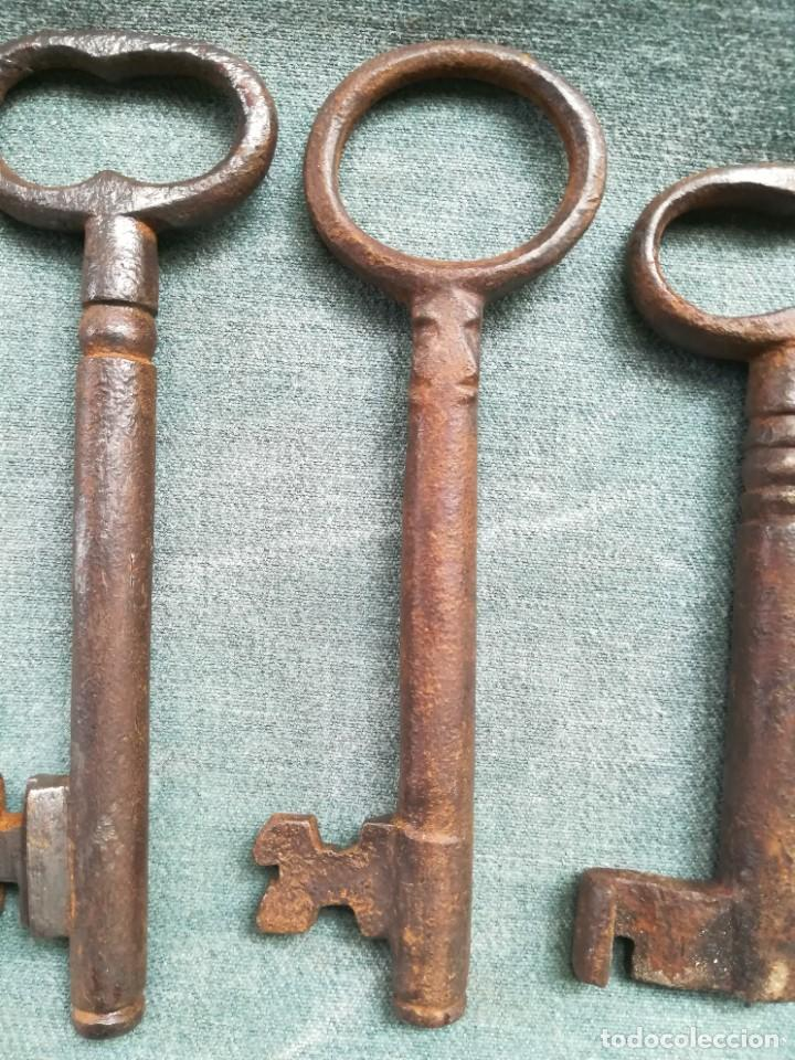 Antigüedades: LOTE DE 7 LLAVES ANTIGUAS DE FORJA - Foto 15 - 226379475