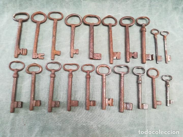 LOTE DE 20 LLAVES ANTIGUAS (Antigüedades - Técnicas - Cerrajería y Forja - Llaves Antiguas)