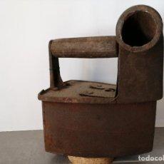 Antigüedades: ANTIGUA PLANCHA DE CHIMENEA CARBÓN. MUY PESADA. W. Lote 226435315