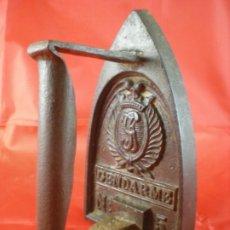 Antigüedades: PLANCHA DE HIERRO GENDARME Nº5 - FRANCIA. Lote 226594112