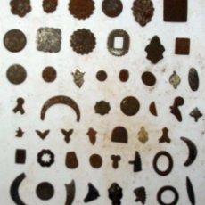 Antigüedades: LOTE DE PEQUEÑAS FORMAS / TROQUELES PARA ESTAMPAR O CORTAR EN PLOMO - VER DESCRIPCIÓN Y FOTOS. Lote 226631234