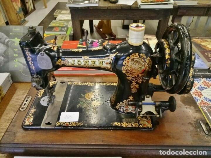 AÑOS 20 MÁQUINA ANTIGUA DE COSER JONES CON TAPA Y LLAVE.. FUNCIONANDO. PRECIOSA (Antigüedades - Técnicas - Máquinas de Coser Antiguas - Otras)