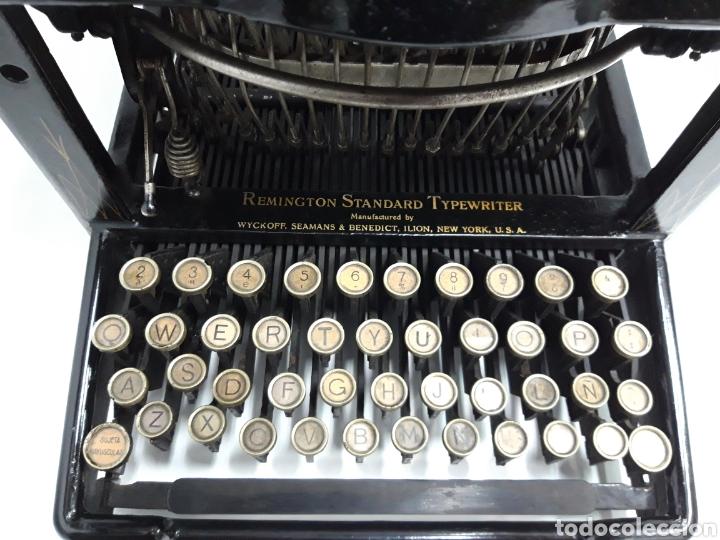 Antigüedades: ANTIGUA MAQUINA DE ESCRIBIR, TYPEWRITER REMINGTON Escritura oculta - Foto 2 - 226804586