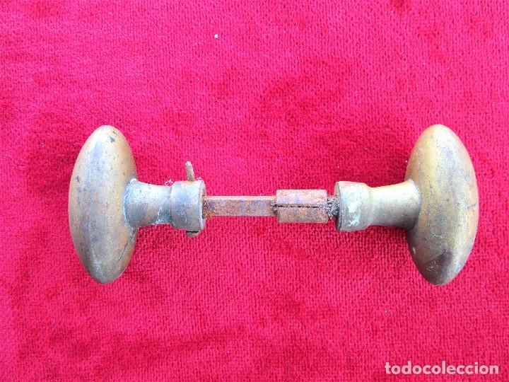2 TIRADORES DE BRONCE CON SU CUADRADILLO DE 0,5 X 0,5 EN BUEN ESTADO (Antigüedades - Técnicas - Cerrajería y Forja - Tiradores Antiguos)
