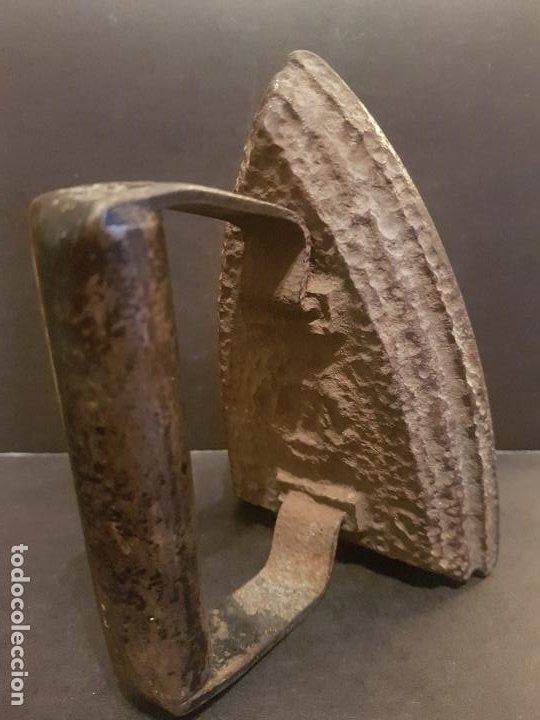 Antigüedades: ANTIGUA PLANCHA DE HIERRO 15 CMTS ALTO - Foto 2 - 226863840
