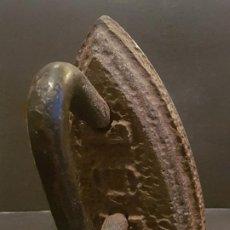Antigüedades: ANTIGUA PLANCHA DE HIERRO 15 CMTS ALTO. Lote 226864195