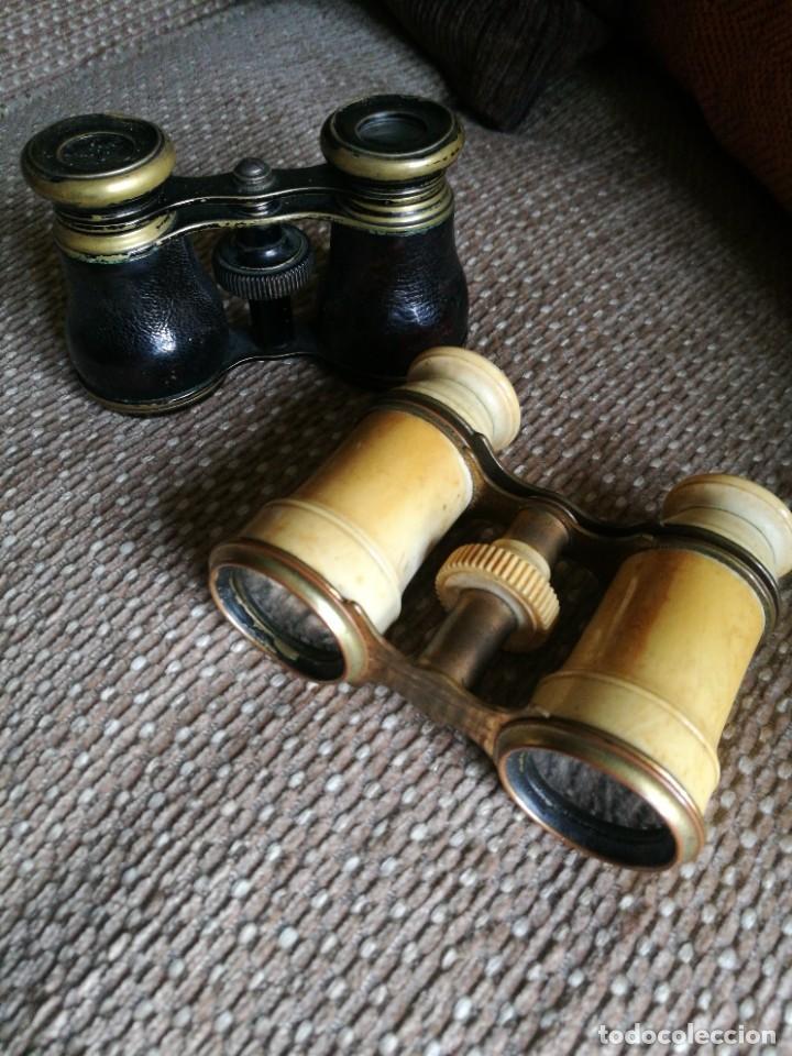 DOS GEMELOS, BINOCULARES, PRISMÁTICOS. SIGLO XIX, UNO DE MARFIL SIN ROTURAS. (Antigüedades - Técnicas - Instrumentos Ópticos - Binoculares Antiguos)