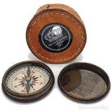 Antigüedades: BRÚJULA EN FUNDA DE PIEL CON TAPA A ROSCA. Lote 226946081