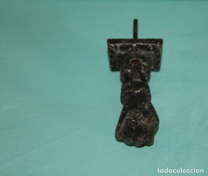 Antigüedades: Llamador antiguo de hierro, mano de Fatima. Typical Spanish antique iron door knocker. - Foto 4 - 64377203