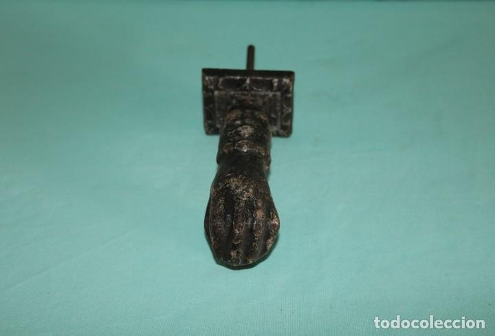 Antigüedades: Llamador antiguo de hierro, mano de Fatima. Typical Spanish antique iron door knocker. - Foto 6 - 64377203
